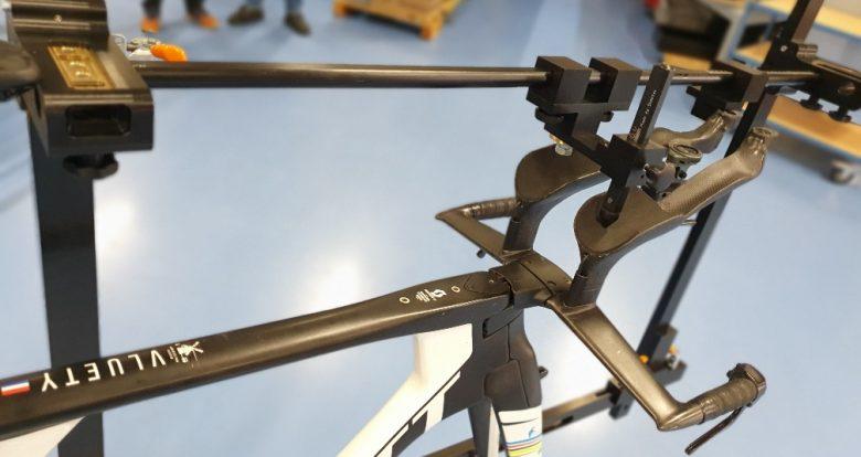 Meettool voor het meten van het racestuur Speedbar in samenwerking met Bikesettings